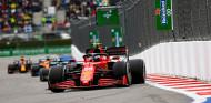 """Sainz pesca un podio en el caos de Rusia: """"Decisión adecuada en el momento adecuado"""" - SoyMotor.com"""