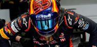 Sainz abandona tras un toque con Kvyat en la Vuelta 1 de Silverstone - SoyMotor.com
