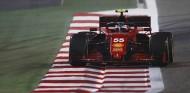 Sainz estrena el Ferrari SF21 con una quinta posición - SoyMotor.com
