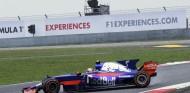 Susto de Sainz con neumáticos de seco en pista mojada - SoyMotor
