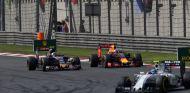 Carlos Sainz y Daniel Ricciardo en el GP de China - SoyMotor