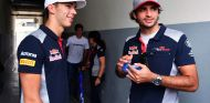 Pierre Gasly (izq.) en su debut en F1, junto a Carlos Sainz (der.) – SoyMotor.com