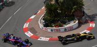 Carlos Sainz por delante de Pierre Gasly – SoyMotor.com