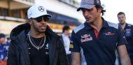 Lewis Hamilton (izq.) y Lewis Hamilton (der.) en España – SoyMotor.com