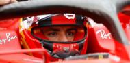 """Sainz: """"Adaptarse a Ferrari no es fácil, pero Carlos cada vez está más cómodo"""" - SoyMotor.com"""