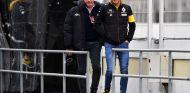 Carlos Sainz Jr. y Sr. durante la pretemporada de 2018 – SoyMotor.com