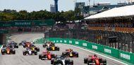 Salida de la carrera del GP de Brasil 2017 - SoyMotor.com
