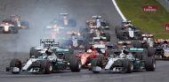 Los hombres de Mercedes y Vettel, al frente en la salida del GP de Austria - LaF1