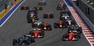 Salida del GP de Rusia F1 2017 - SoyMotor.com