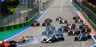 La mala salida de Hamilton en Rusia fue influenciada por Verstappen, dice Mercedes - SoyMotor.com