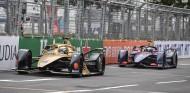 Sam Bird persigue a André Lotterer en el ePrix de Hong Kong - SoyMotor