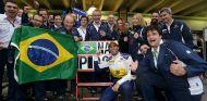 Felipe Nasr celebra su resultado en Brasil - laF1