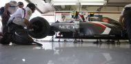 Esteban Gutiérrez en el box de Sauber
