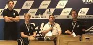 Billy Monger a la izquierda y Frédéric Sausset a la derecha en la rueda de prensa previa a las 24h de Le Mans 2017 – SoyMotor.com