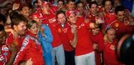 Fiesta en Ferrari para celebrar el tercer título de Schumacher - SoyMotor.com