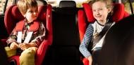 Los padres invierten cuatro días en poner a sus hijos en el coche - SoyMotor.com