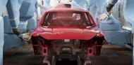 ¿Cómo se pinta un coche? Se necesitan seis horas, 200 robots... - SoyMotor.com