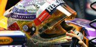 Sebastian Vettel con su 'nuevo' casco para Singapur - LaF1