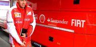 Sebastian Vettel vestido de rojo Ferrari durante la pretemporada - LaF1.es