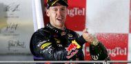 Sebastian Vettel en la ceremonia del champán en Singapur - LaF1