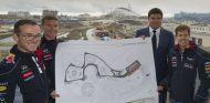 Sebastian Vettel y David Coulthard presentan el circuito de Sochi de F1