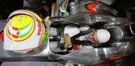 Sergio Pérez dentro del McLaren MP4-28 - LaF1