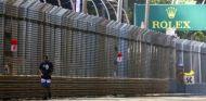 Momento en el que el espontaneo saltó a la pista en mitad del GP de Singapur - LaF1