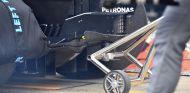 Punto de apoyo del gato trasero en el coche de Mercedes – SoyMotor.com