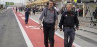 Günther Steiner –izquierda– y Gene Haas –derecha– en Baréin - SoyMotor