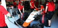 El coche de Will Stevens en el box de Manor - LaF1