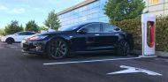 Tesla inaugura su primer supercargador en Madrid- SoyMotor.com