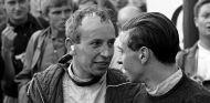John Surtees y Jim Clark durante la temporada 1963 de Fórmula 1 - SoyMotor.com