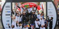 Ogier, Ingrassia y su equipo celebrando el quinto título - SoyMotor.com