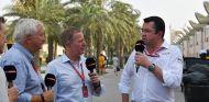 Pat Symonds, Martin Brundle y Éric Boullier en Sakhir - SoyMotor.com