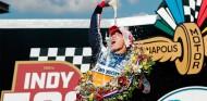 Takuma Sato celebra la victoria en la Indy500 - SoyMotor.com