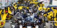 Seat nos enseñan sus 2.000 robots que trabajan en los talleres de carrocería en Martorell - SoyMotor.com