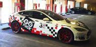 Tesla Model S Pikes Peak 2016 abandonado