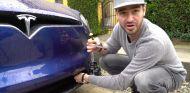 Abrir un Tesla con un destornillador: sí se puede