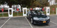 Tesla se compromete a ayudar en la medida de lo posible a sus clientes en Florida - SoyMotor