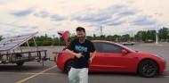¿Cuánto se tarda en cargar un Tesla Model 3 con paneles solares? - SoyMotor.com