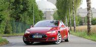 El Tesla Model S es considerado como el referente en la movilidad eléctrica - SoyMotor