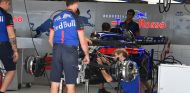 Mecánicos de Toro Rosso en Sochi - SoyMotor.com