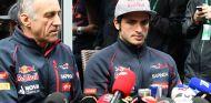 Franz Tost y Carlos Sainz en Sochi - SoyMotor.com