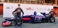 Kvyat y Sainz posan con el nuevo STR12 - SoyMotor