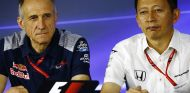 Hasegawa y Tost durante el GP de Brasil - SoyMotor