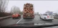 Dosis de karma para este conductor impaciente que se pasa de listo - SoyMotor.com