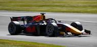 Tsunoda aprovecha el 'drama' de Prema para ganar en Silverstone - SoyMotor.com