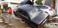 Vehículos apilados tras sucumbir a la fuerza del agua - SoyMotor
