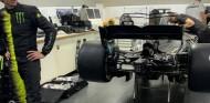 Hamilton y Rossi, listos para su intercambio mañana en Cheste - SoyMotor.com
