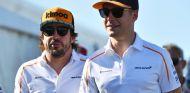Stoffel Vandoorne (der.) y Fernando Alonso (izq.) – SoyMotor.com